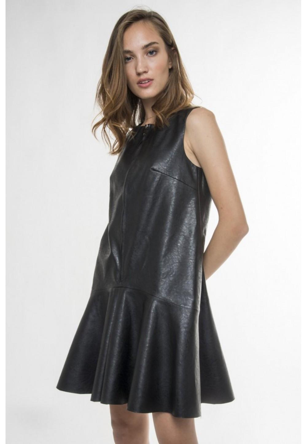 Платье черное без рукавов