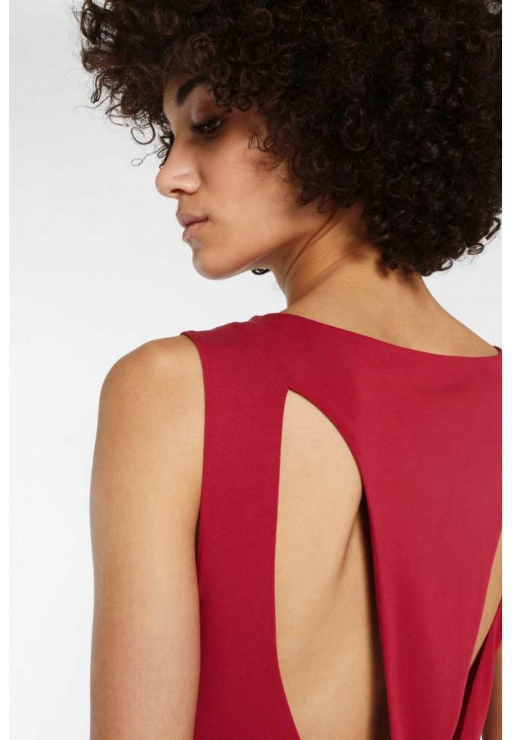 Платье с открытой спиной красное