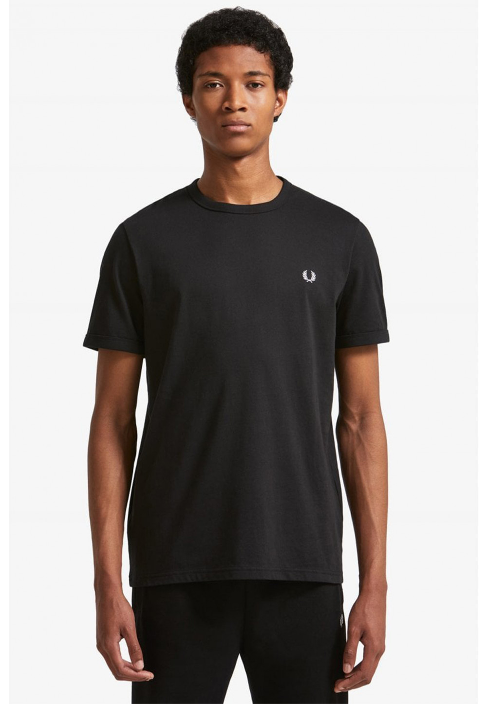 Классическая черная футболка