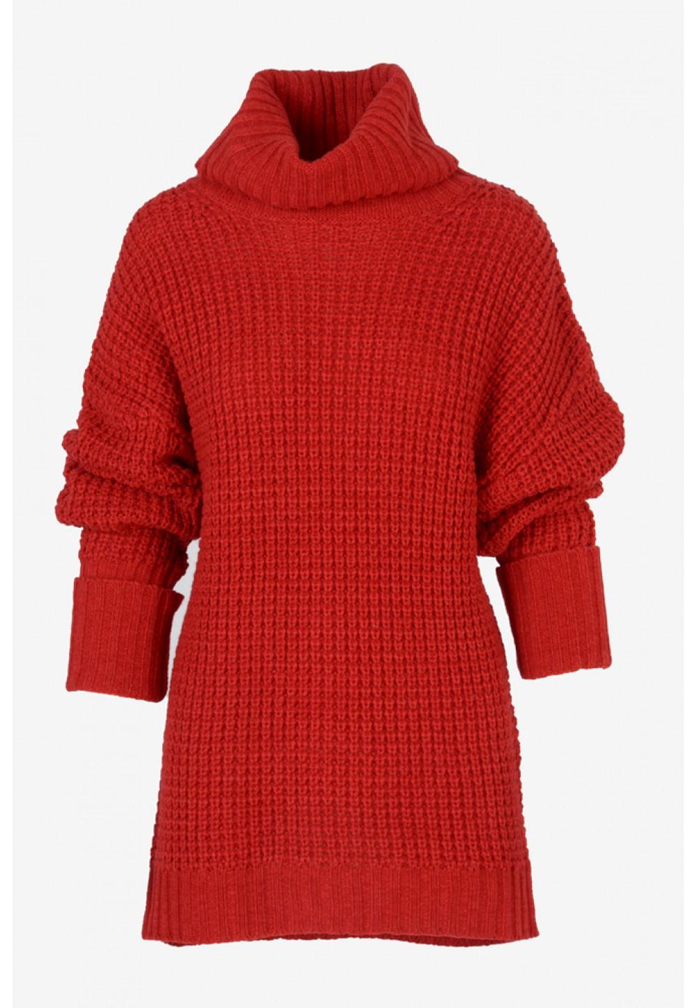 Длинный свитер с большим воротником