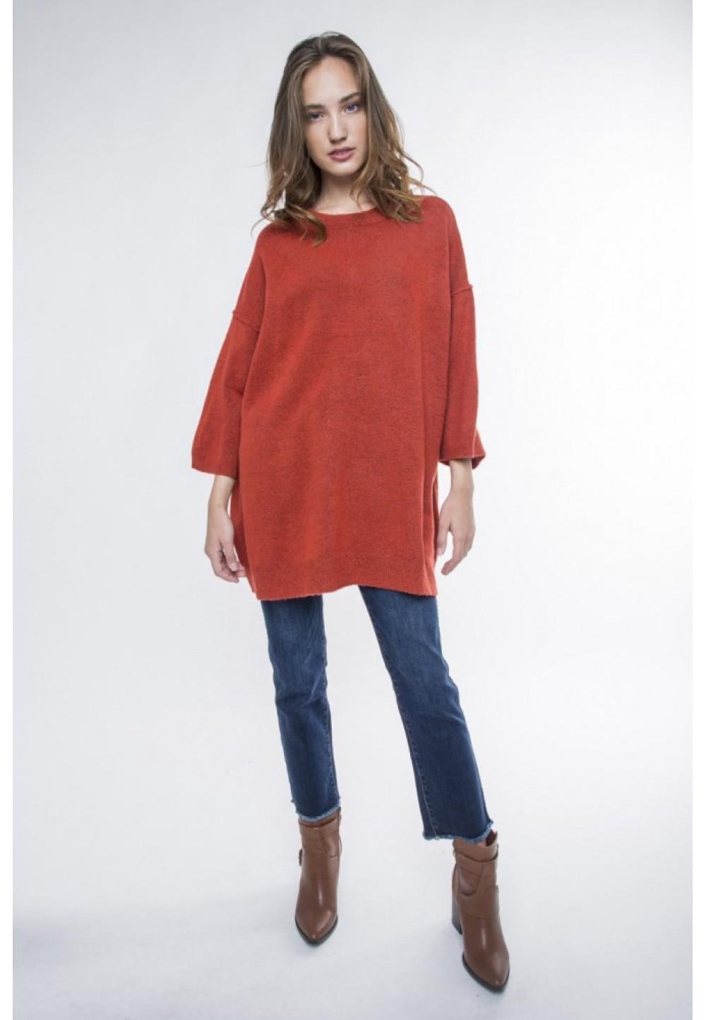 Длинный оранжевый пуловер