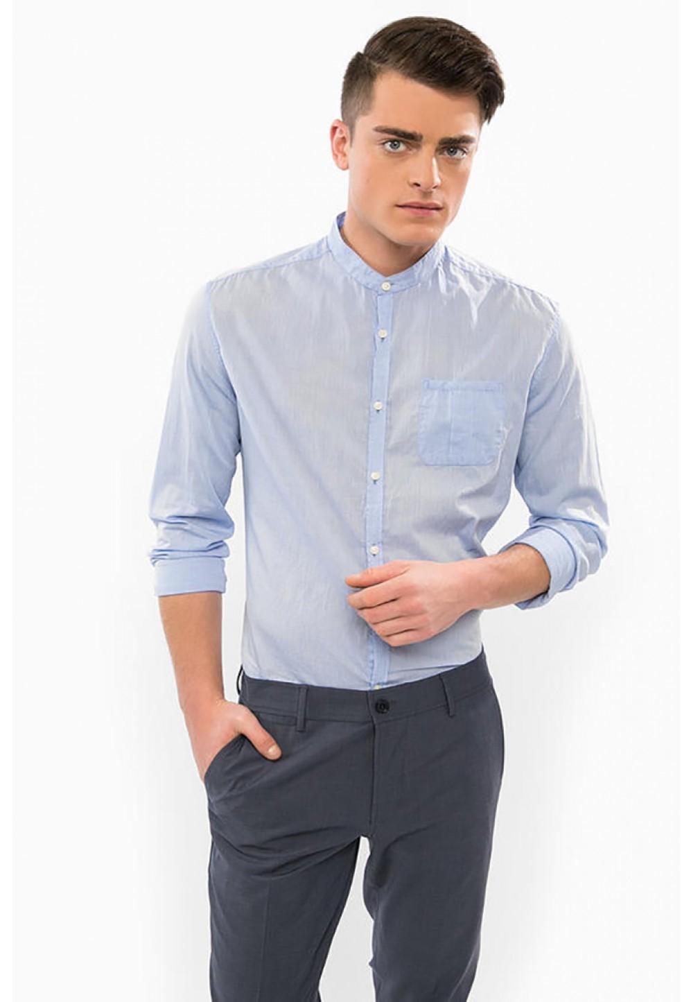 Блакитна бавовняна сорочка