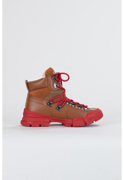 Коричневые ботинки на шнурках