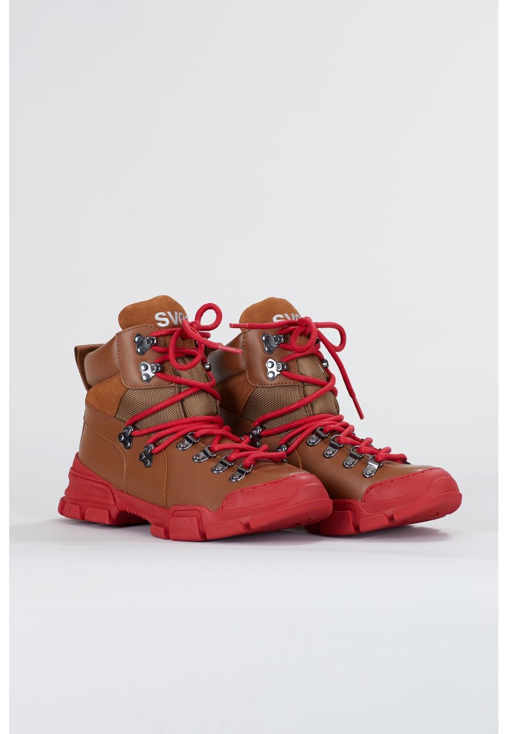 Коричневі черевики на шнурках