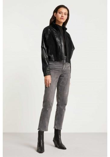 Коротка чорна куртка