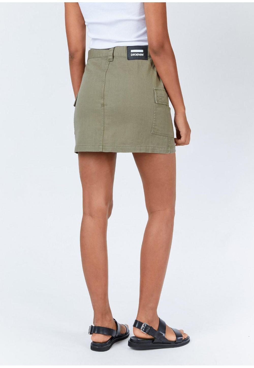 Короткая юбка с накладными карманами