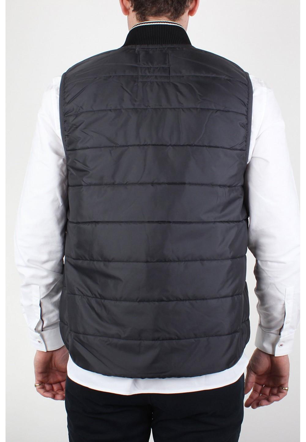 Черный жилет с вышивкой