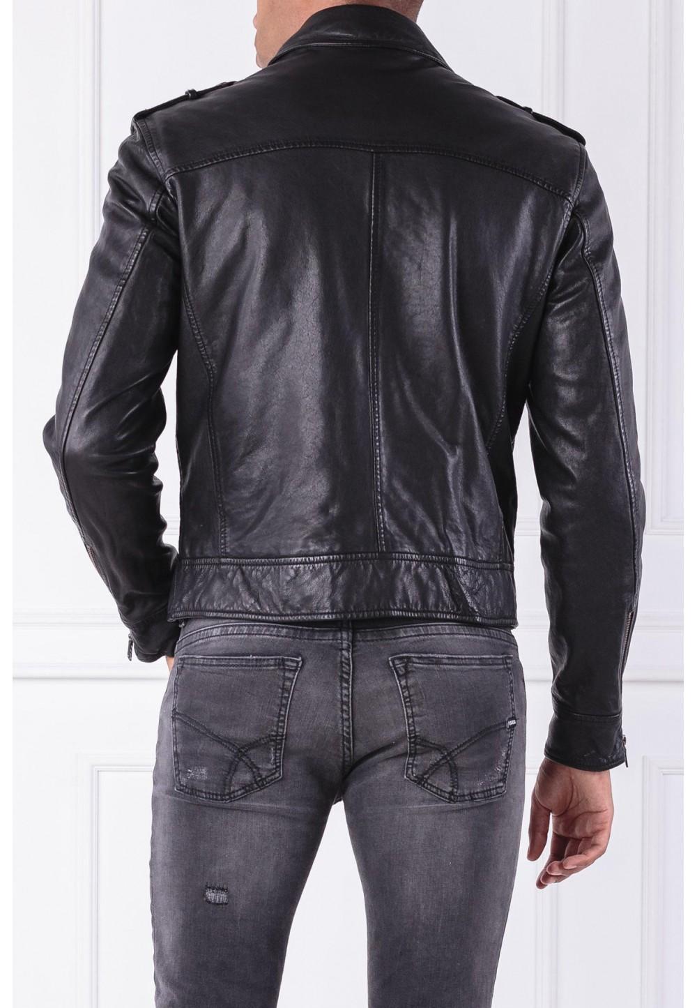 Кожаная черная куртка