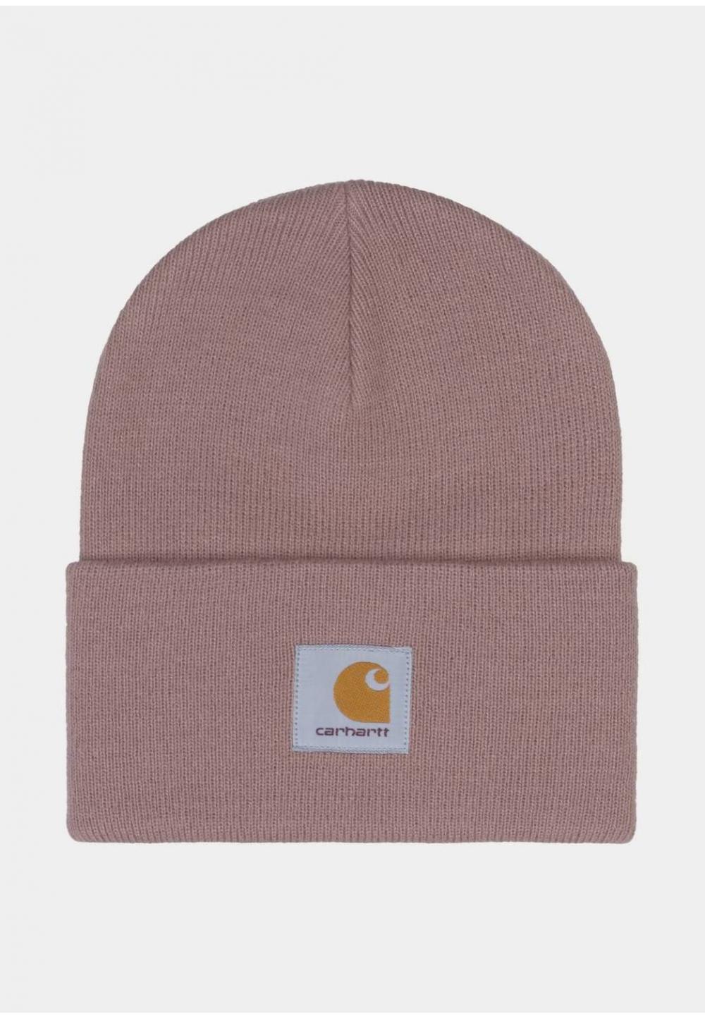 Розовая шапка с нашивкой