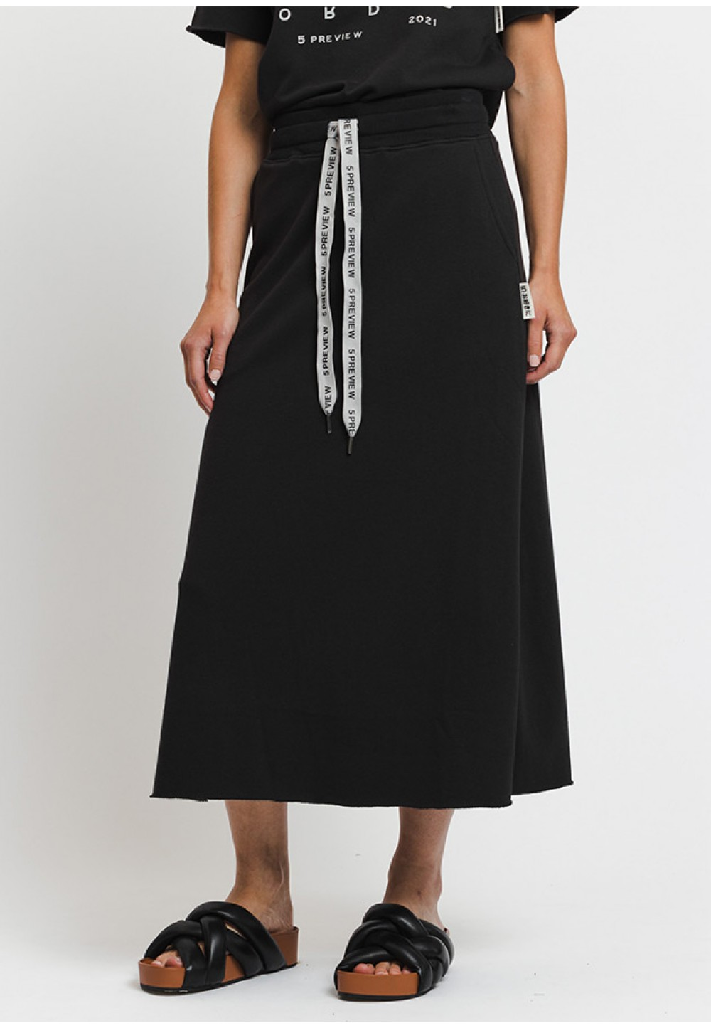 Длинная юбка с разрезом