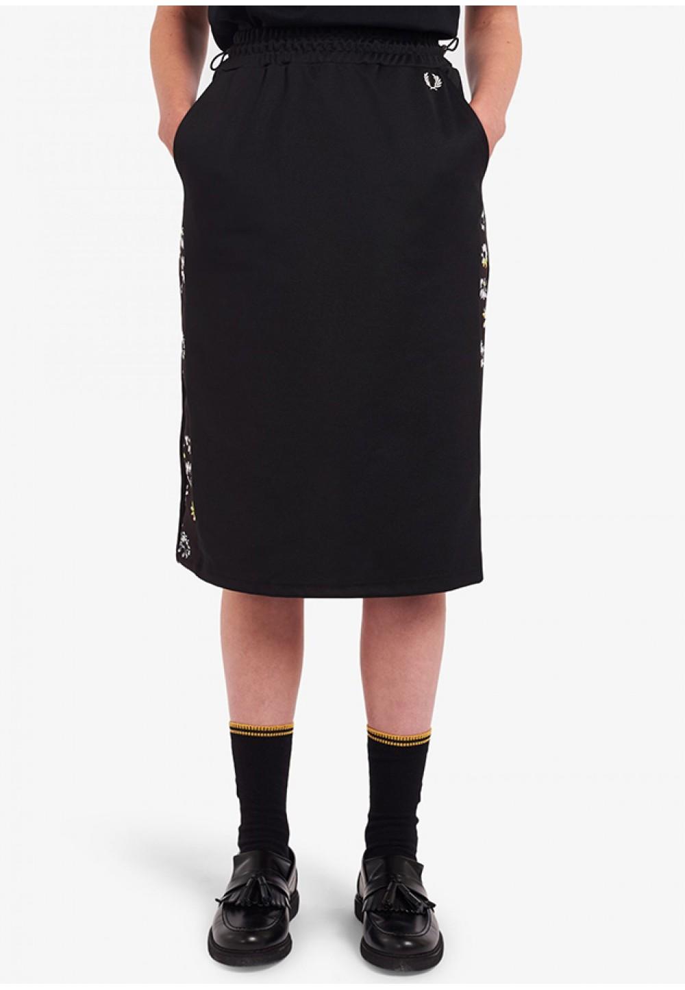 Черная юбка прямого кроя