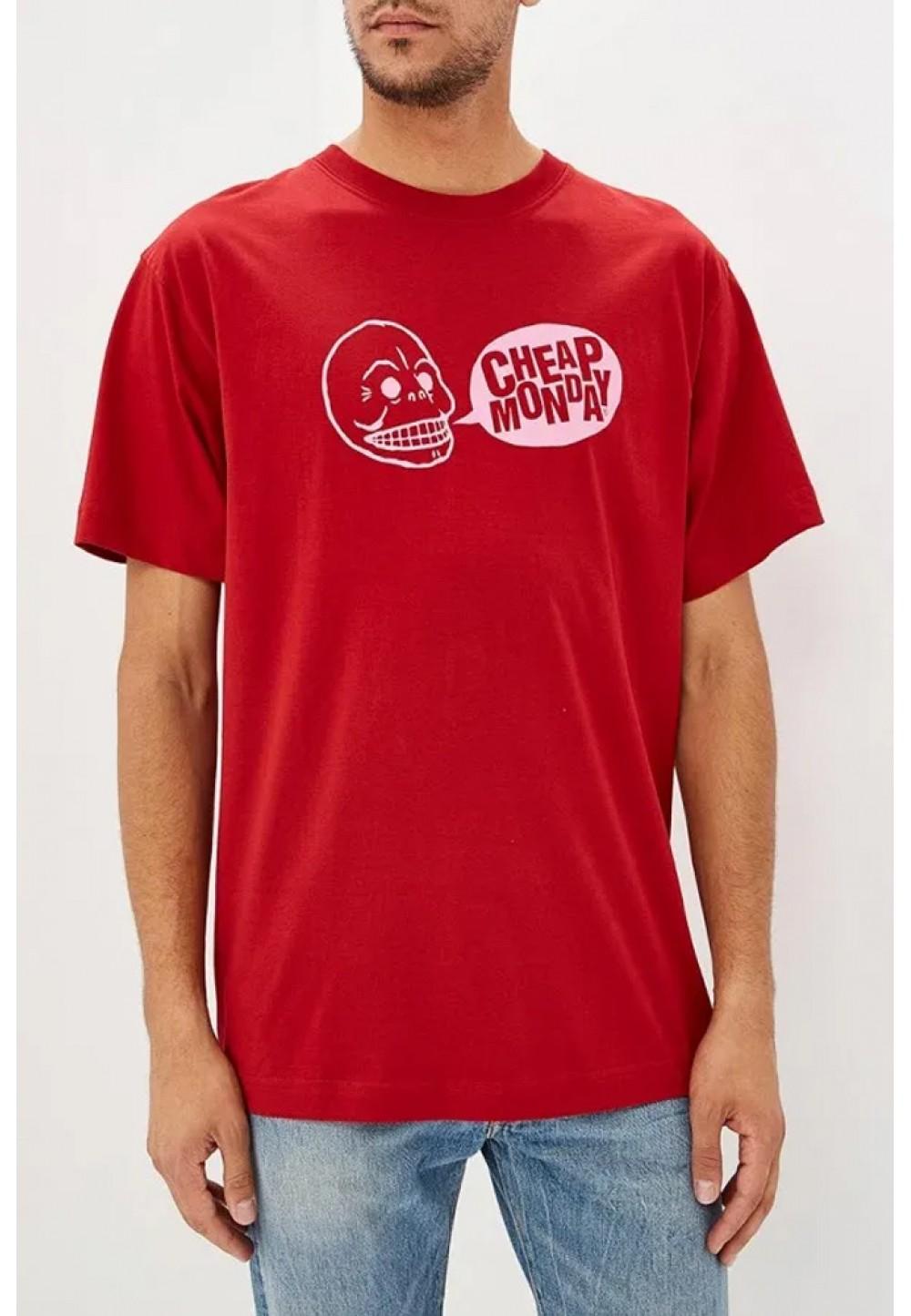 Красная футболка свободного кроя