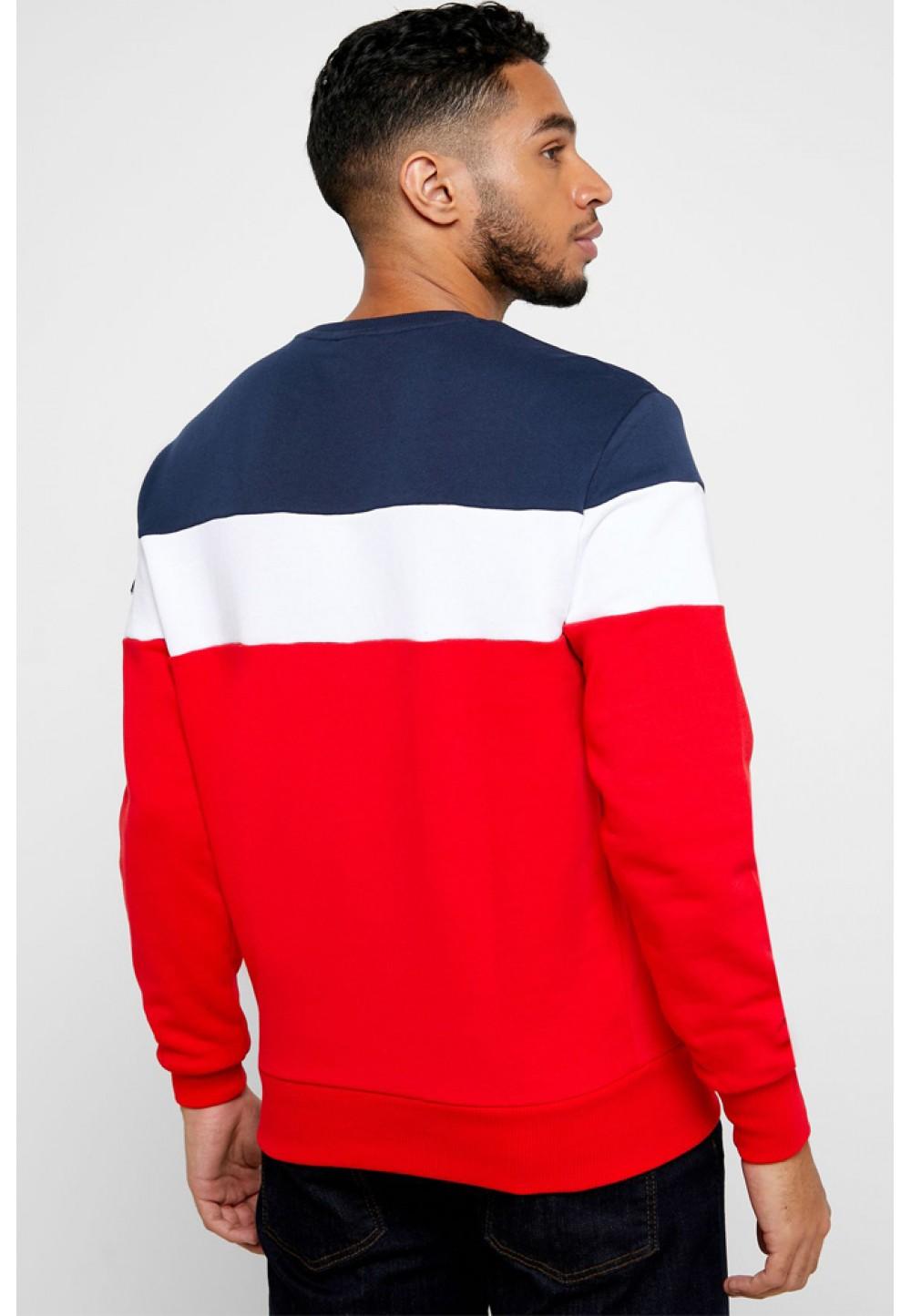 Красный трехцветный свитер