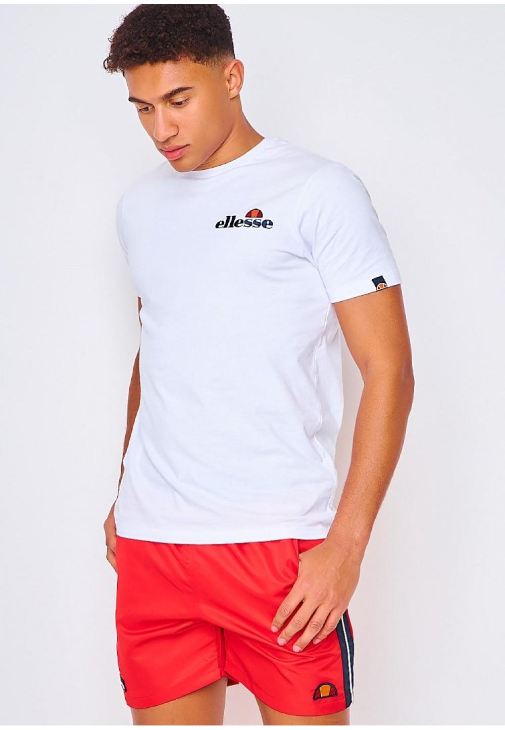 Красные спортивные шорты