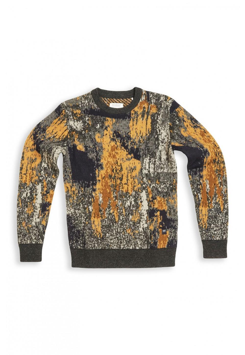 Стильный свитер с ярким принтом