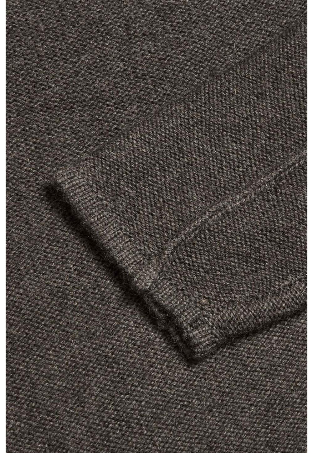 Сірий светр з декоративною строчкою