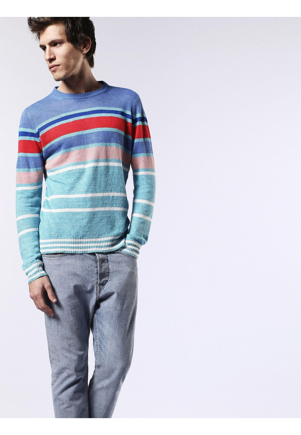 Пуловер в голубом цвете в полоску