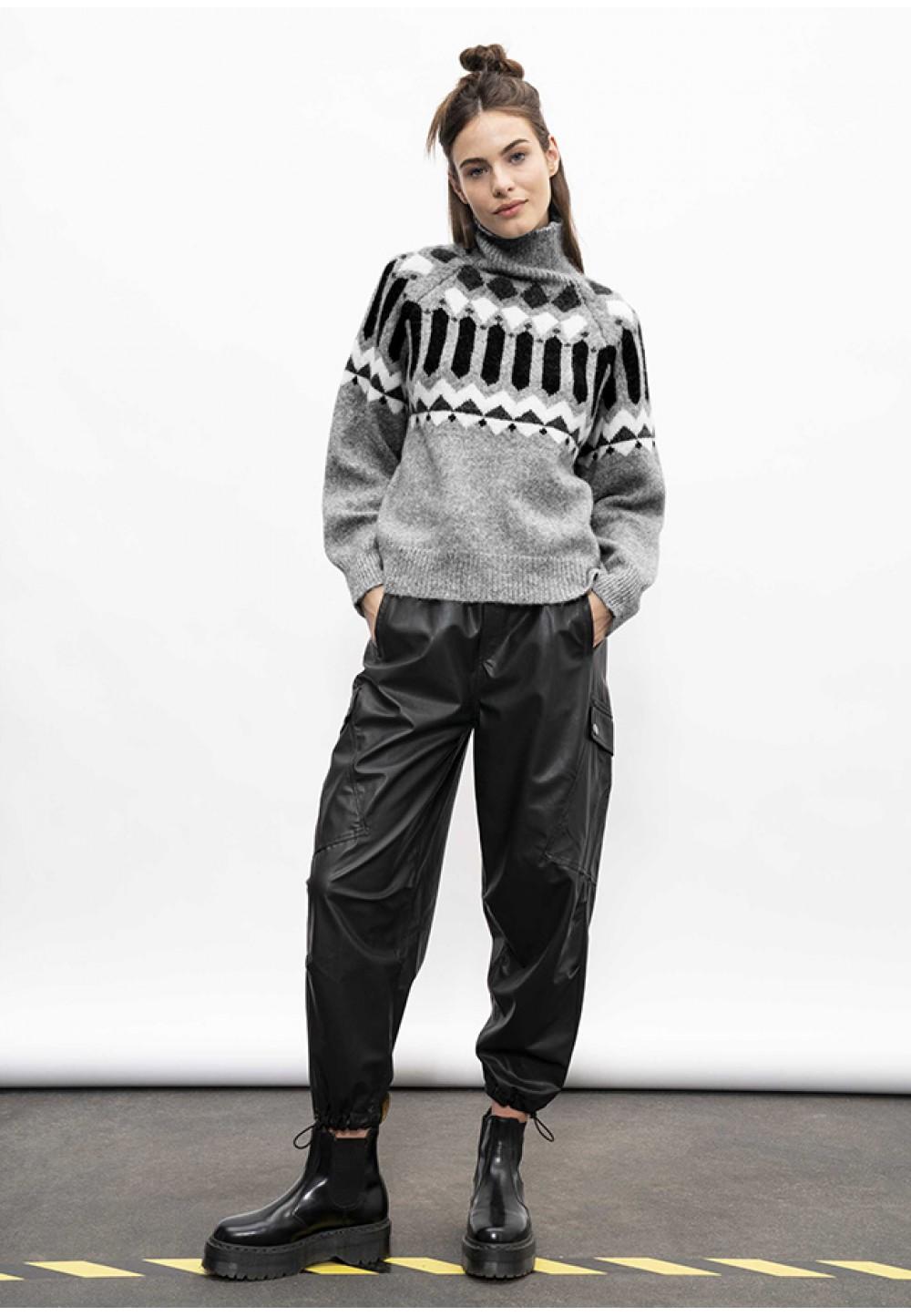 Стильные укороченные брюки черного цвета