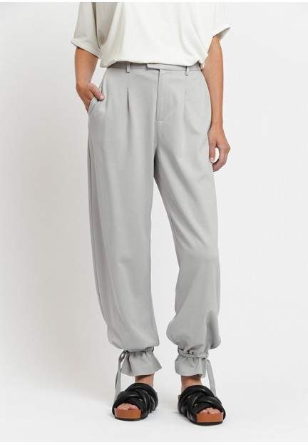 Модные брюки с затяжками