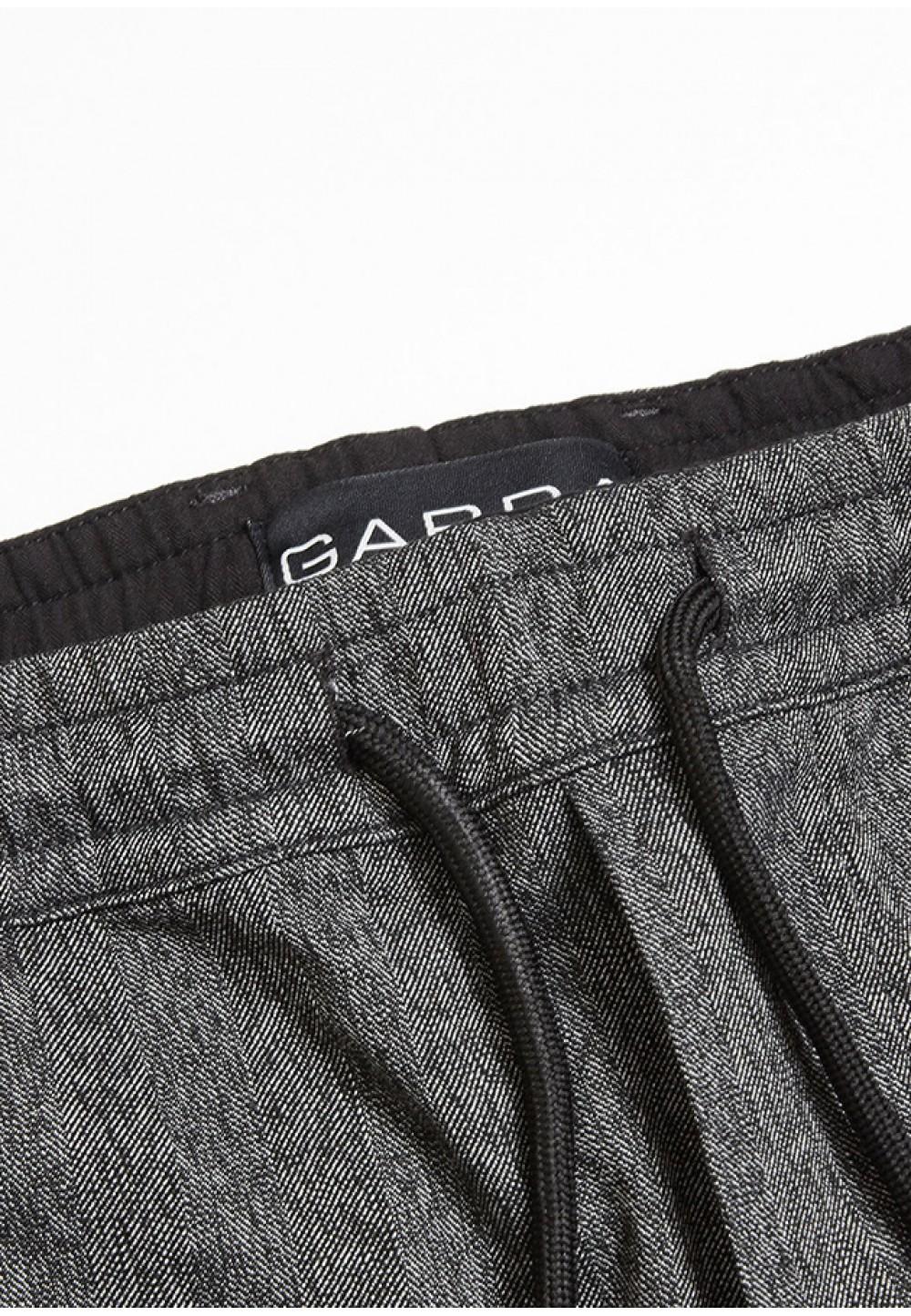 Зауженные стильные серые брюки