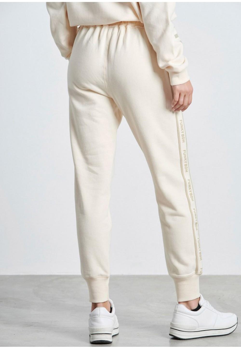 Спортивные брюки белого цвета