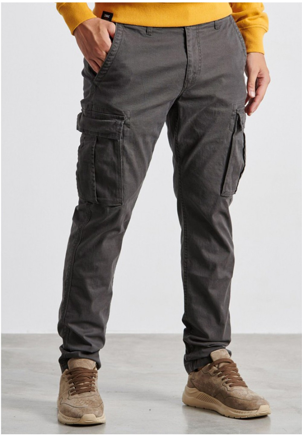 Серые мужские брюки