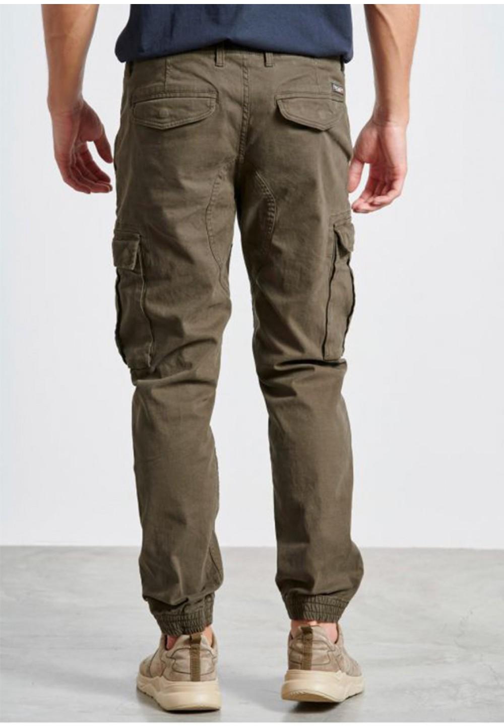 Стильные брюки с накладными карманами
