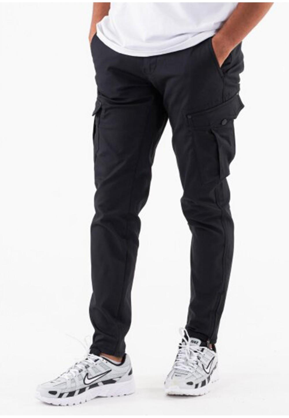 Чорні завужені брюки з накладними кишенями