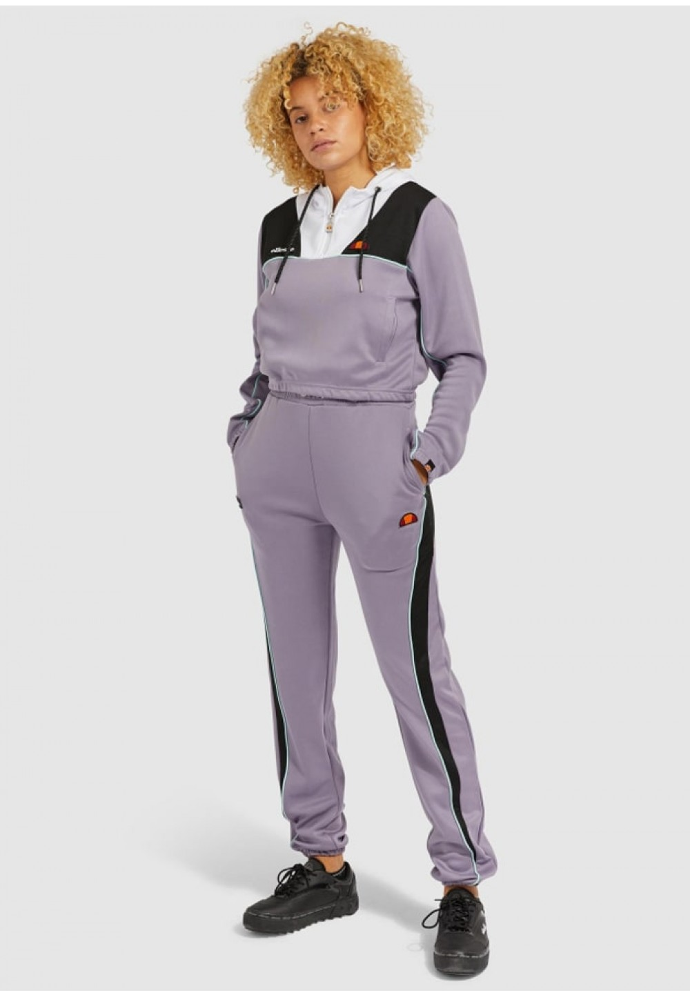 Нежно-сиреневые спортивные брюки