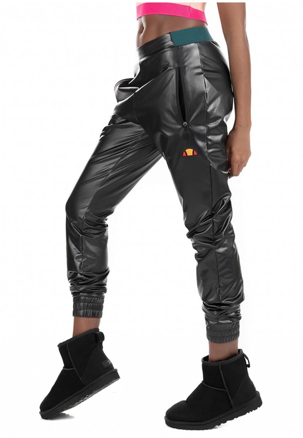 Черные брюки с ярким логотипом