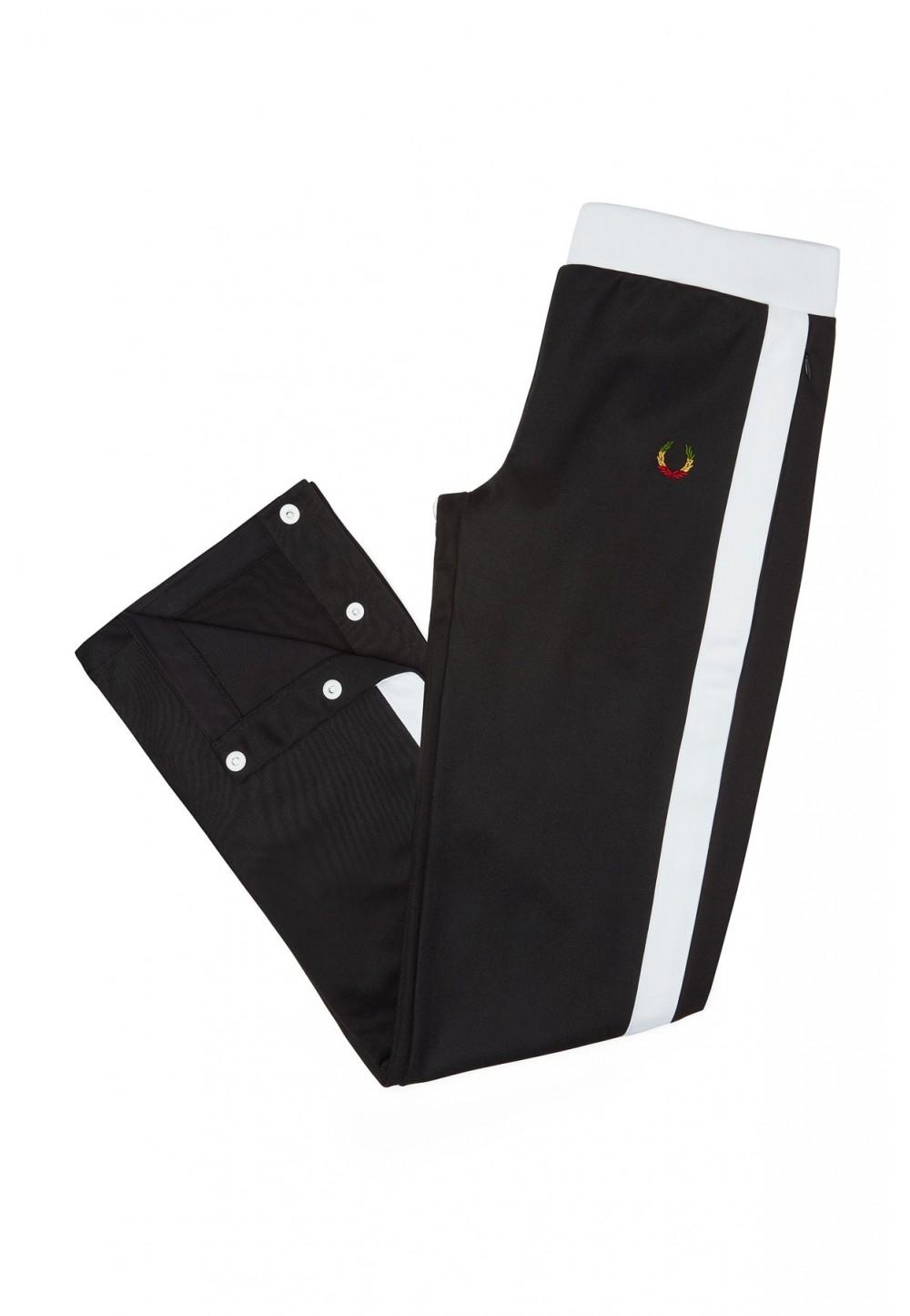 Черные брюки с белым лампасом