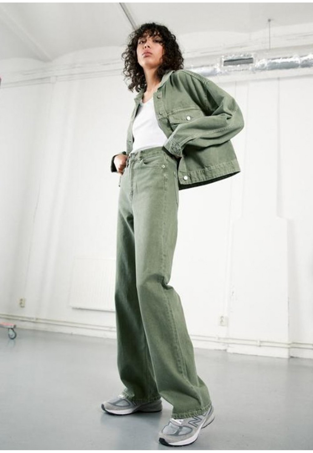 Стильные джинсы фисташкового цвета