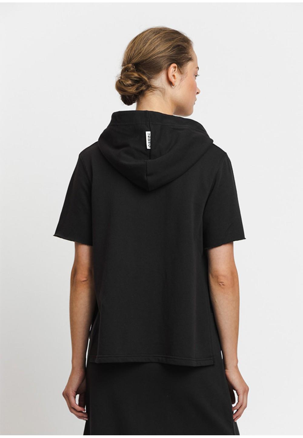 Черное худи с коротким рукавом