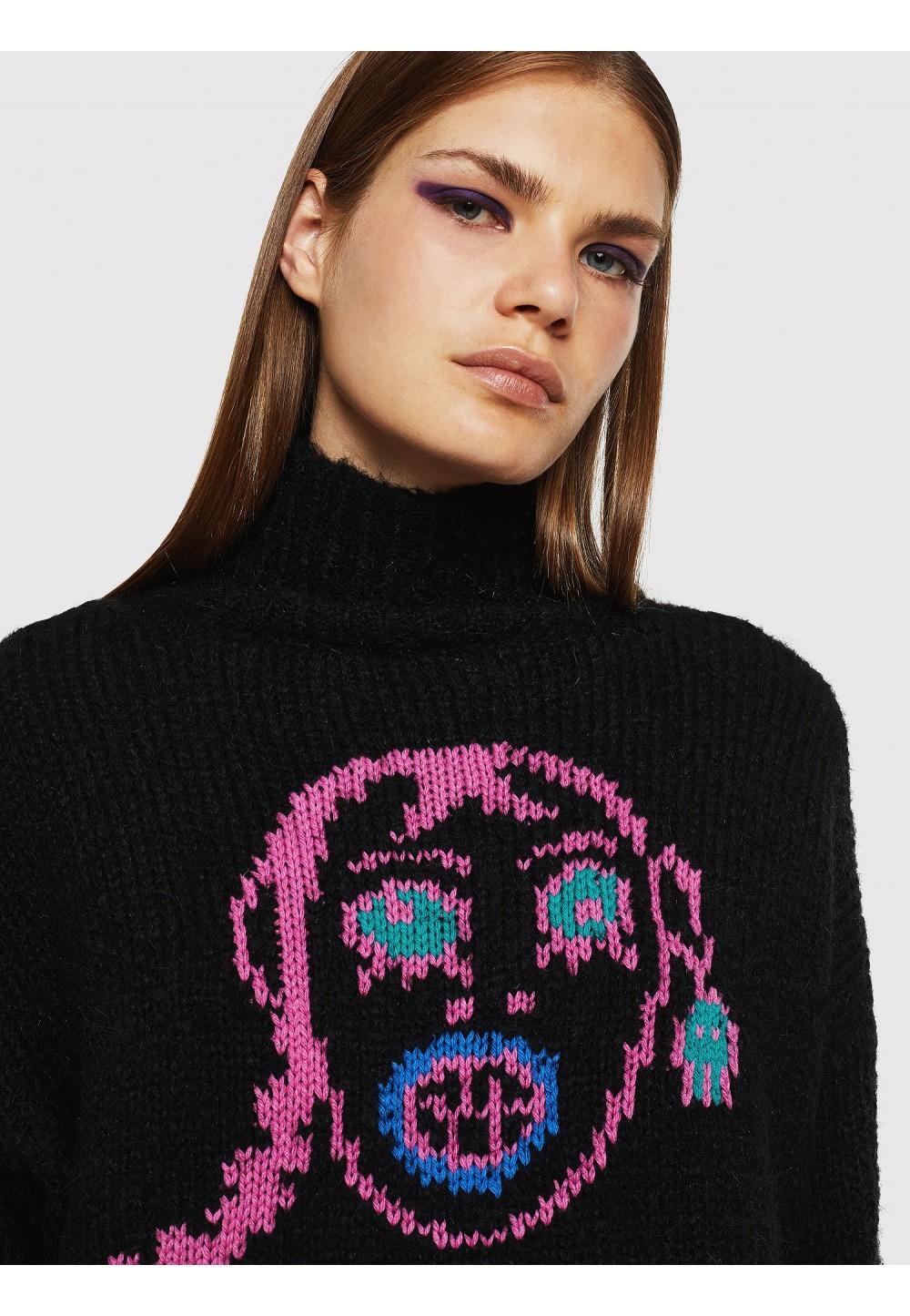 Женский свитер с инкрустацией