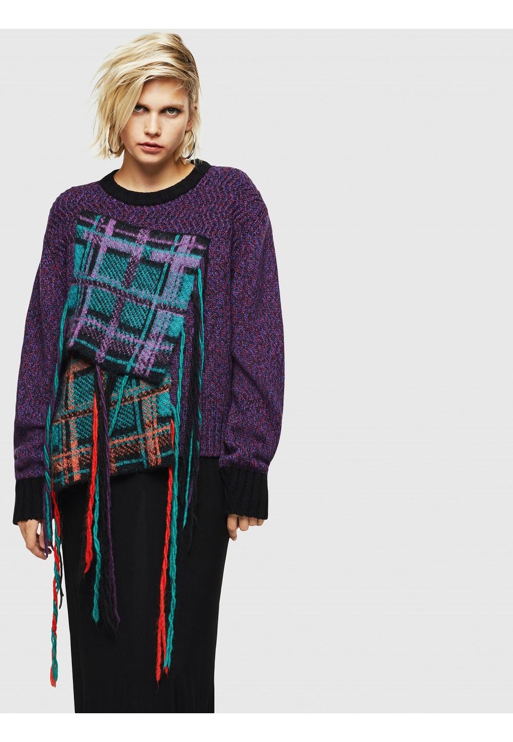 Пуловер с бахромой в клеточку