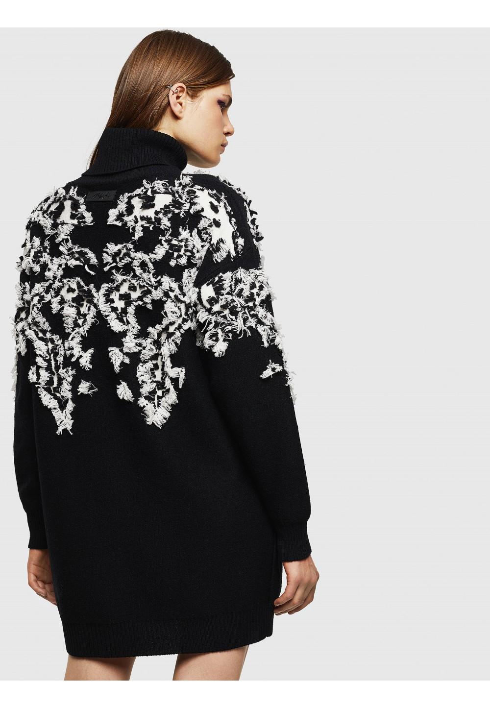 Подовжений светр з 3D текстурою