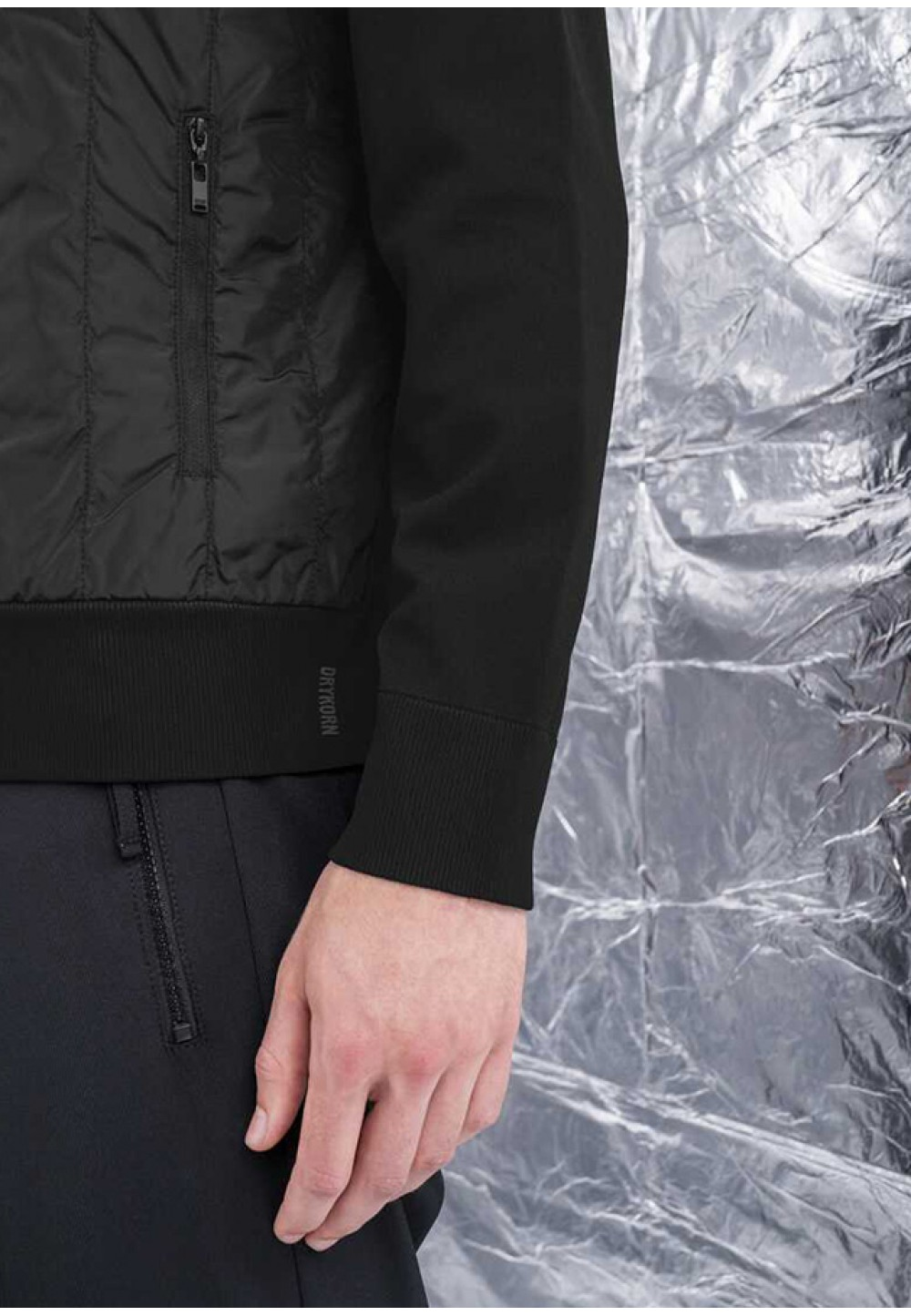 Чорна кофта на замку з кишенями