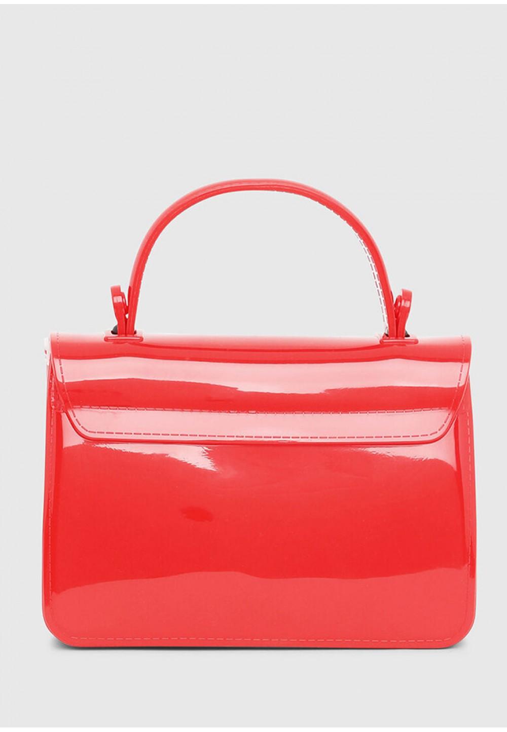 Маленькая лаковая сумка