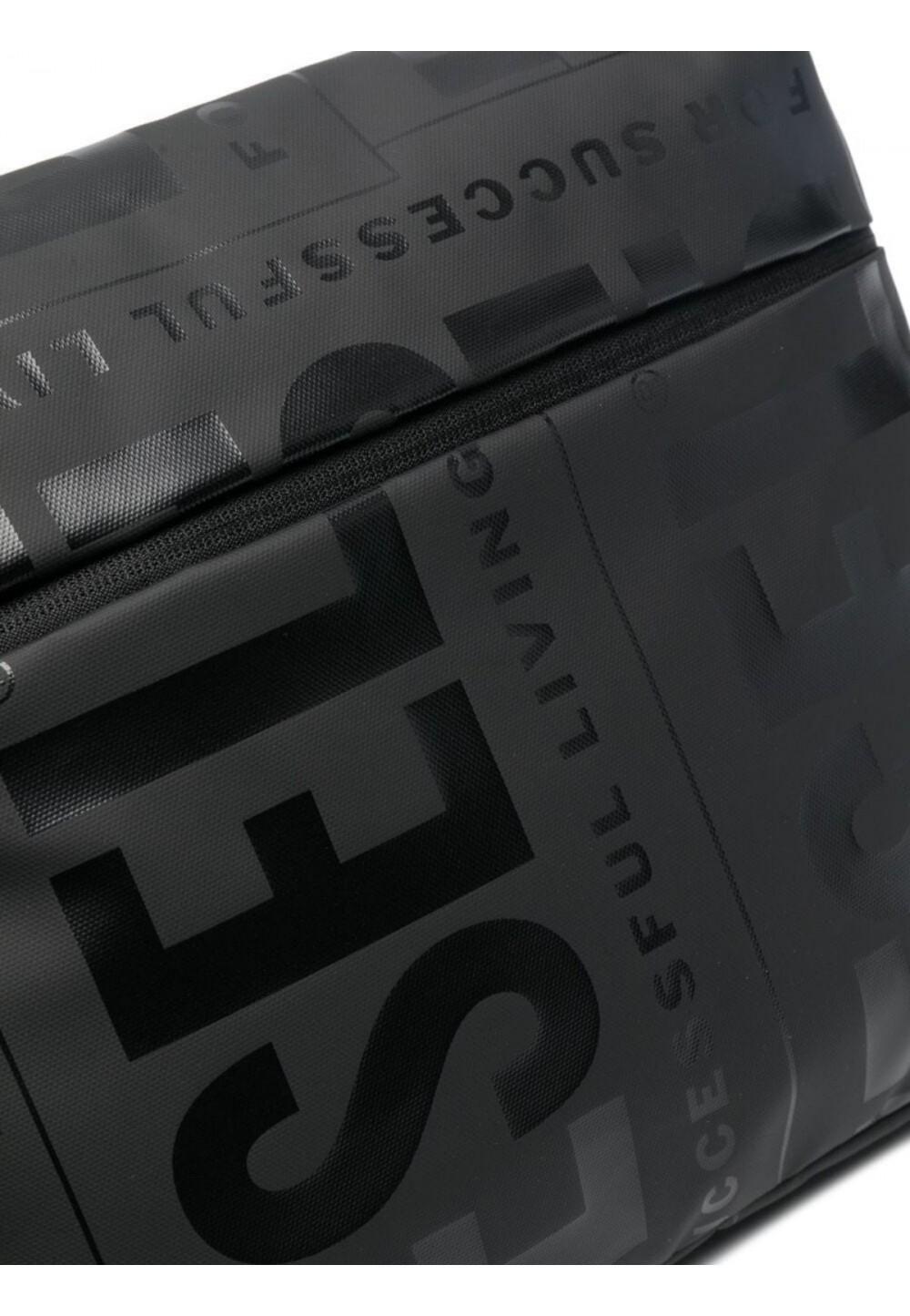 Вместительная сумка с логотипом в тон