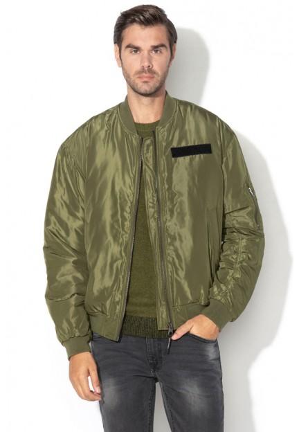 Куртка-Бомбер зеленого цвета