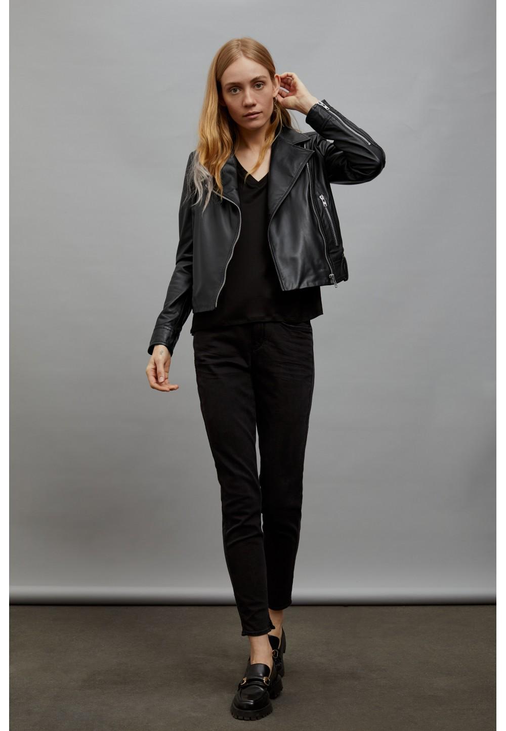 Жіноча чорна куртка косуха PAISLY