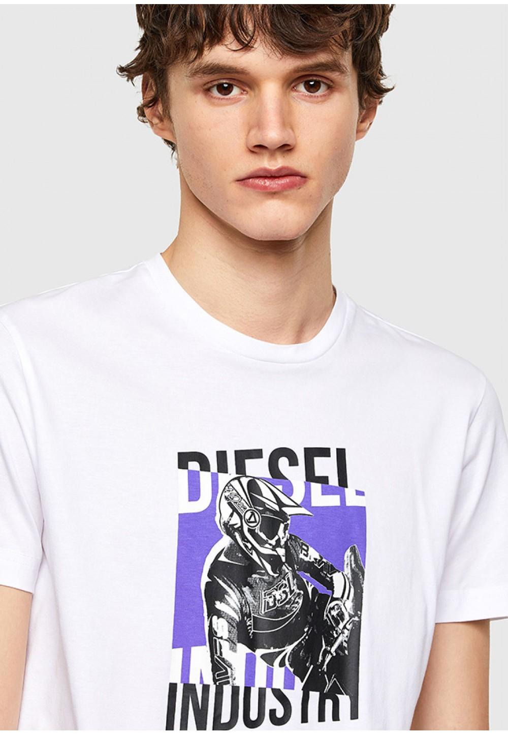 Бавовняна футболка з принтом на грудях