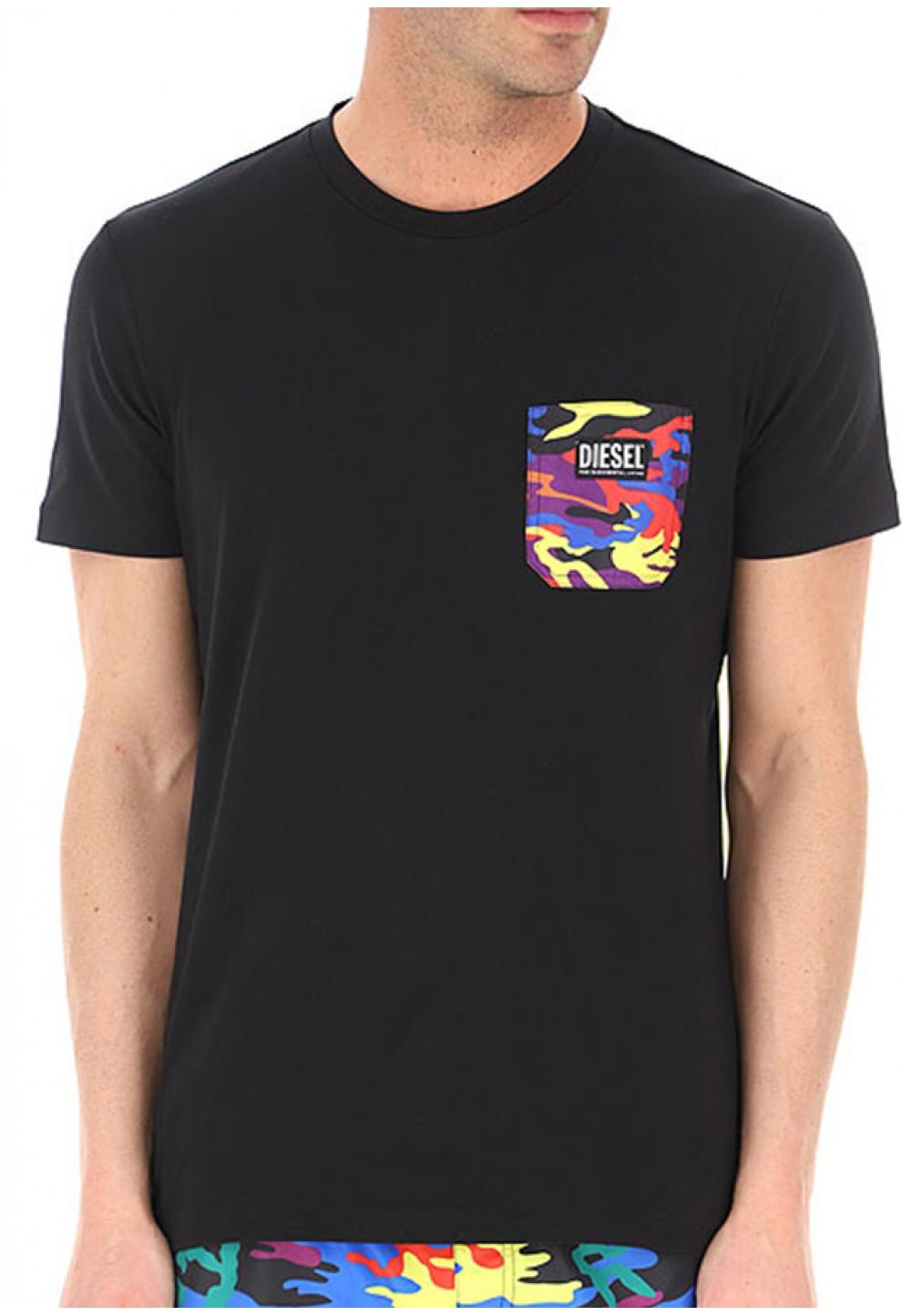 Черная футболка с ярким накладным карманом