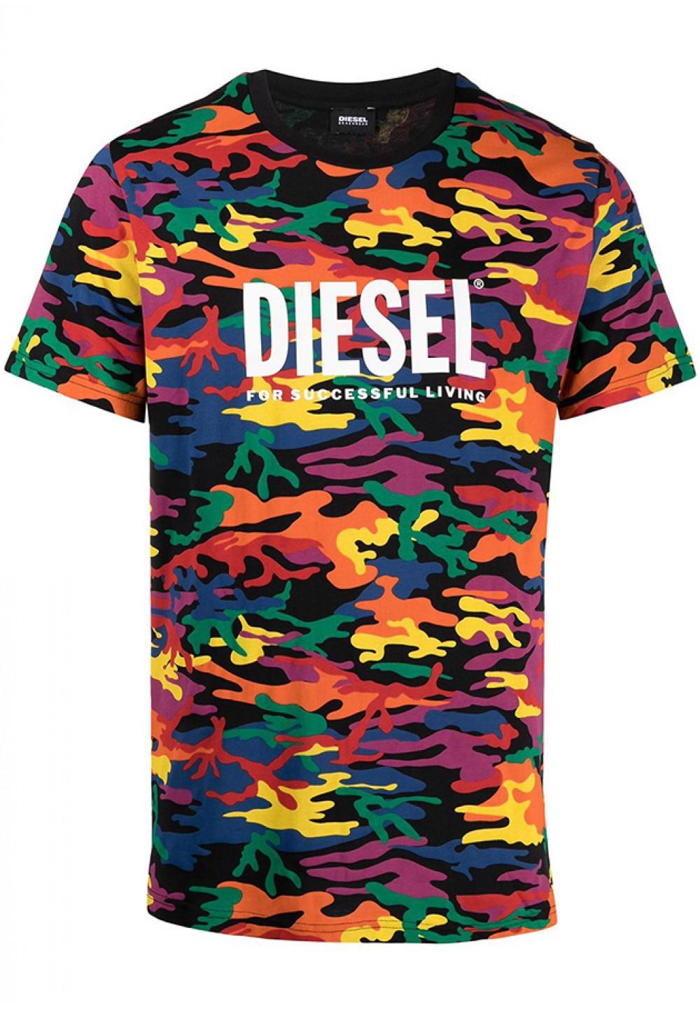 Яскрава футболка з логотипом на грудях