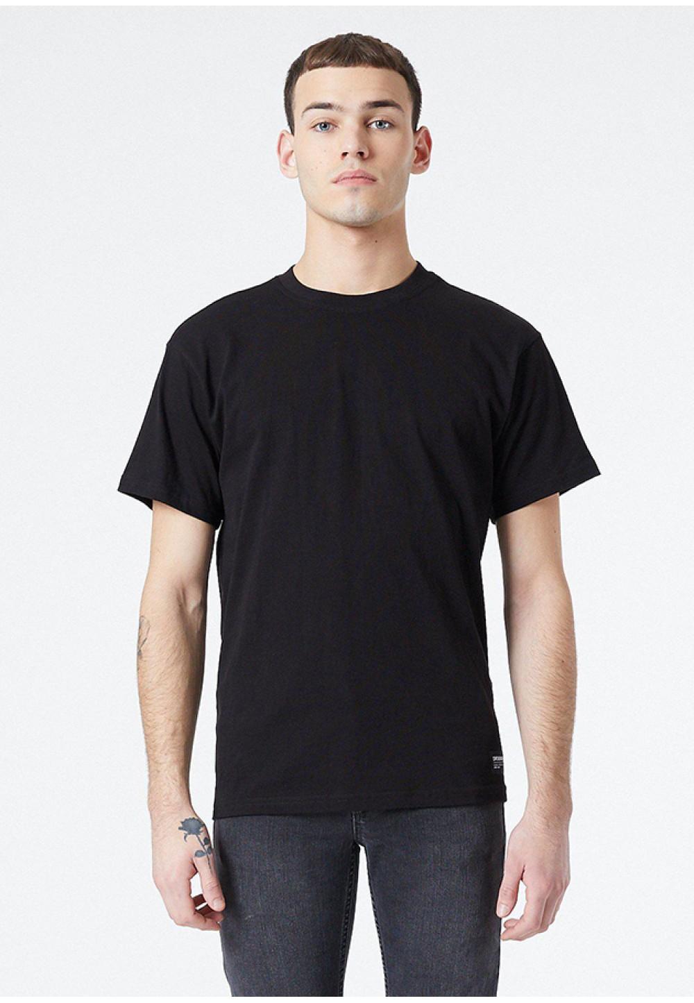 Класична чорна футболка