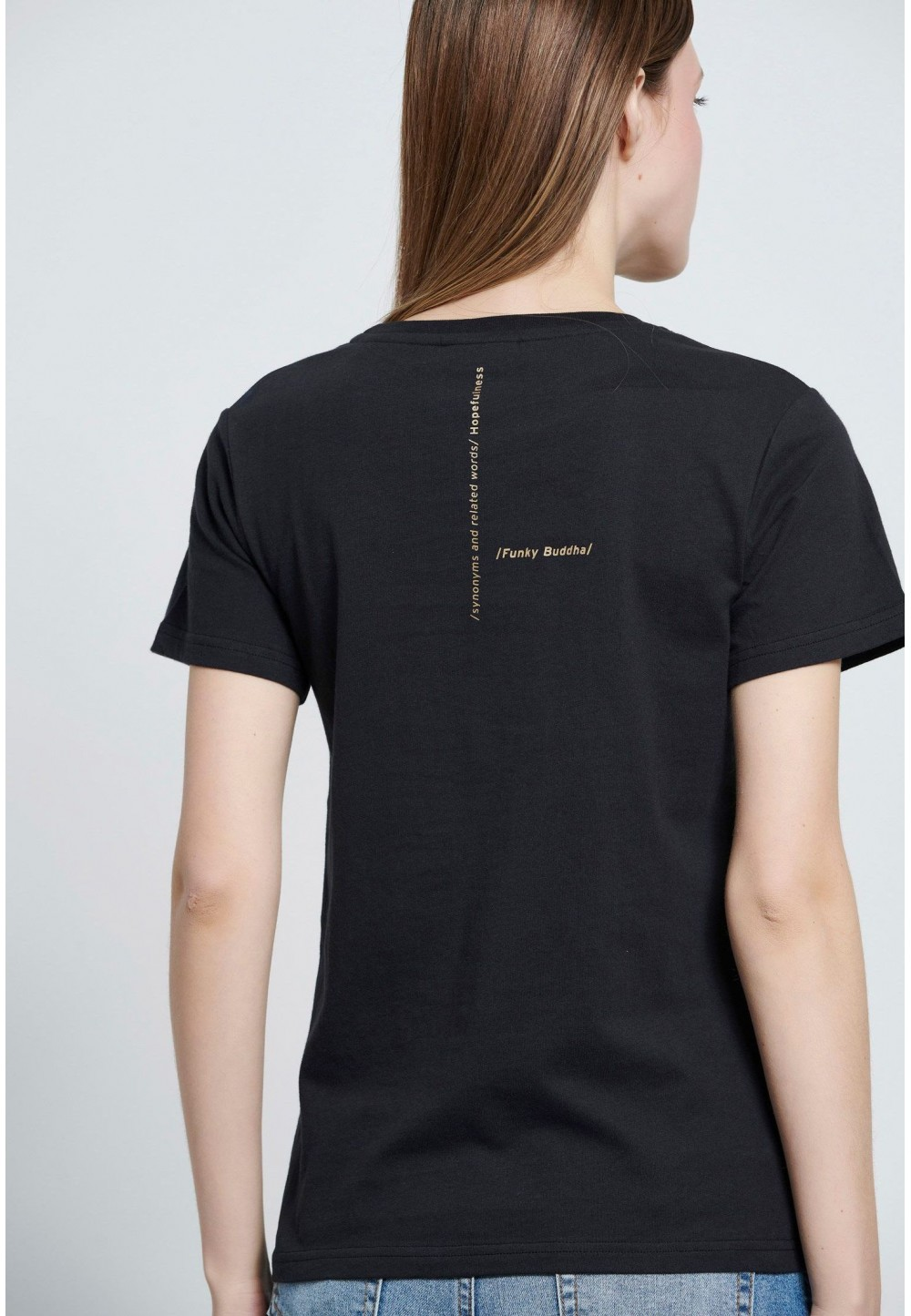 Чорна футболка з текстовим принтом