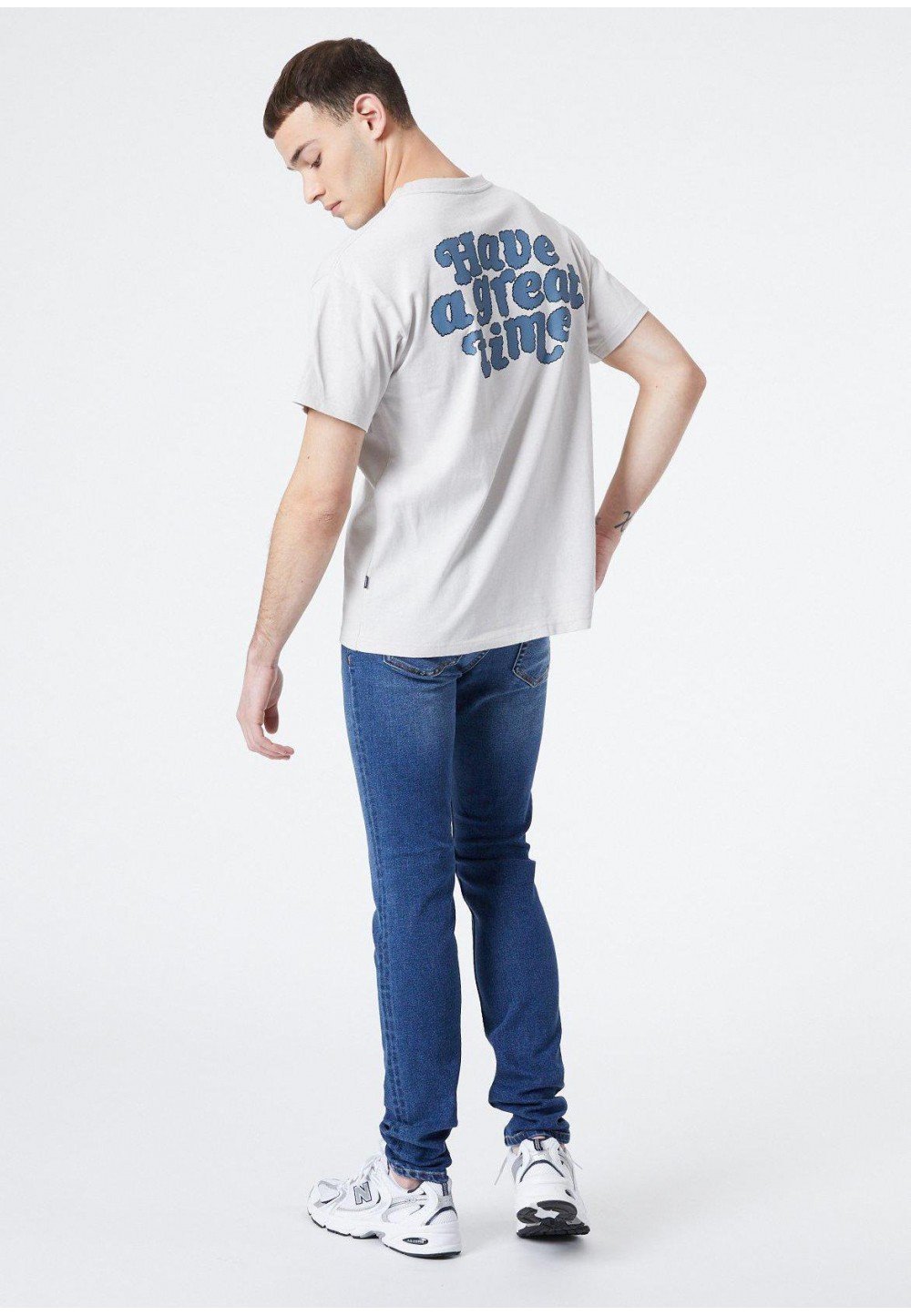 Мужская футболка с текстовым принтом