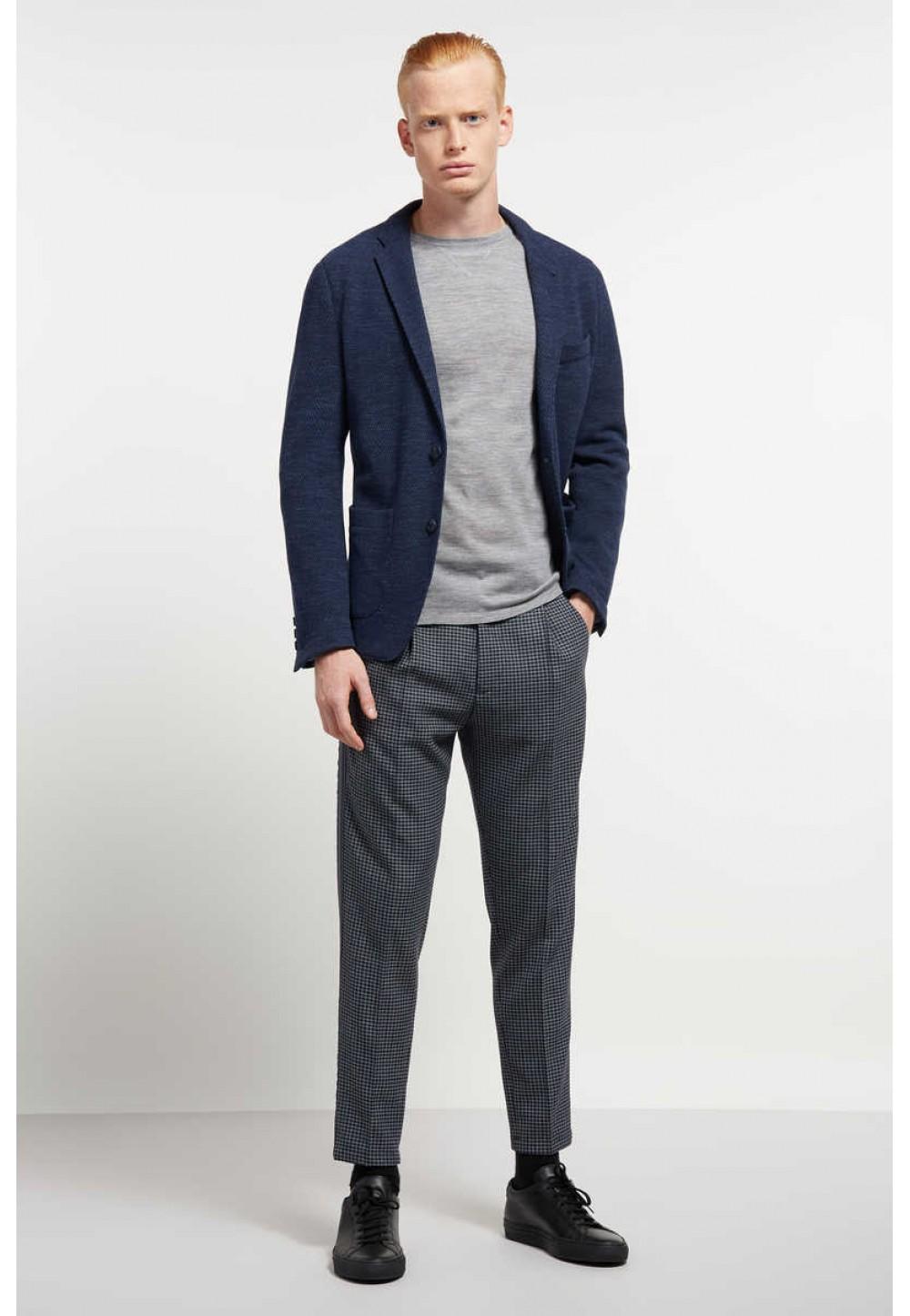 Светло-серый пуловер