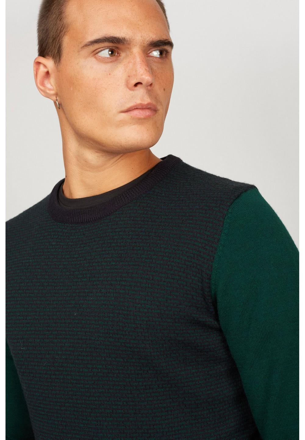 Свитер черно-зеленый