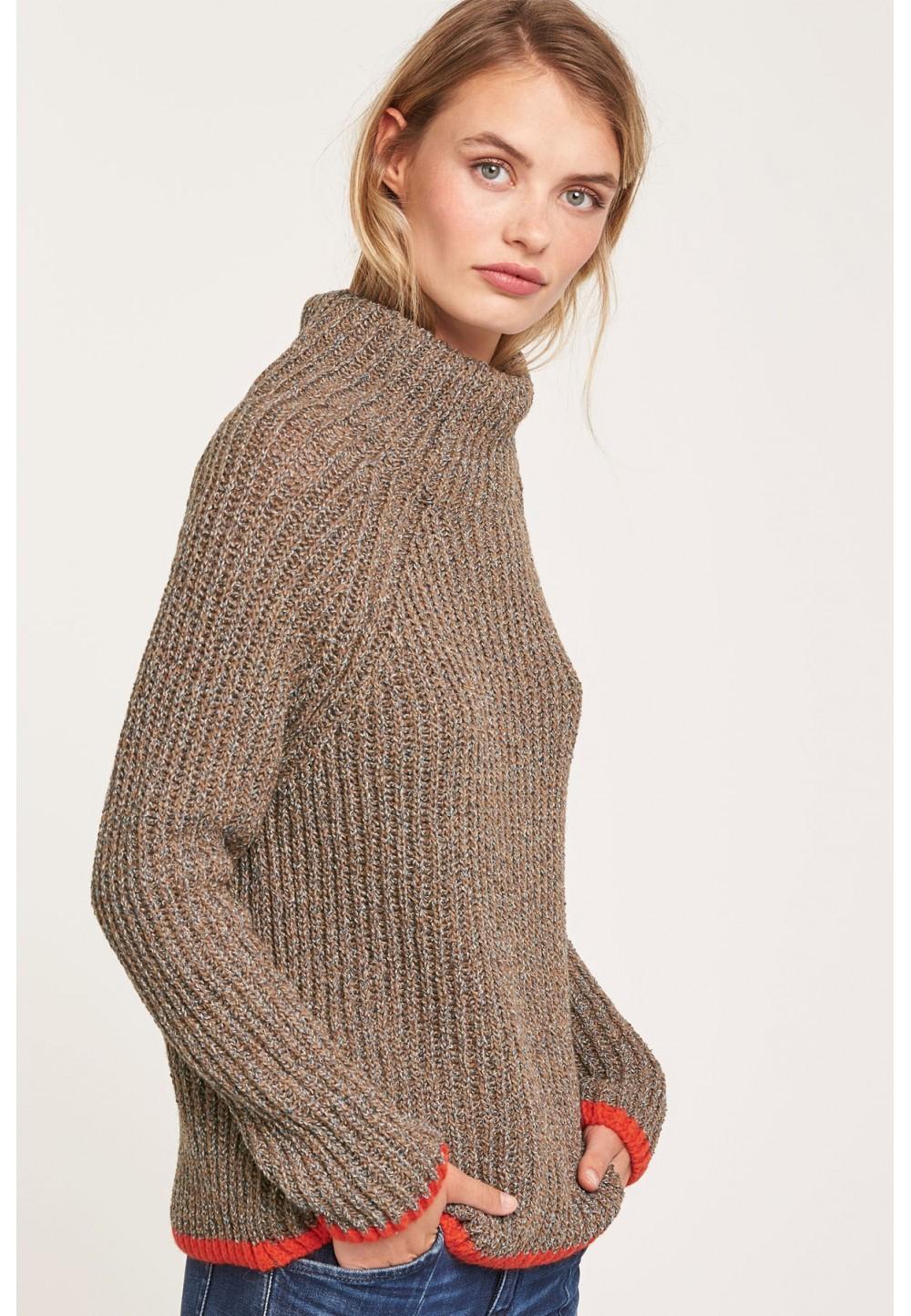 Вязаный свитер свободного кроя